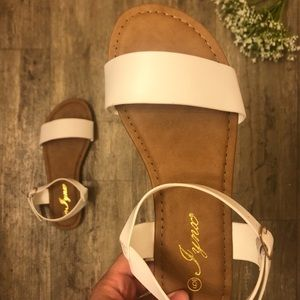 🌻🌸 NEW Classic White Sandals 🌸🌻